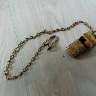 Sifflet réglementaire en laiton avec chainette