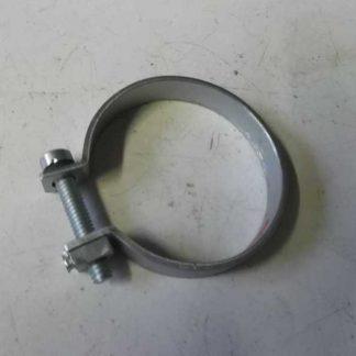 Collier de serrage de coude en tole sur carburateur