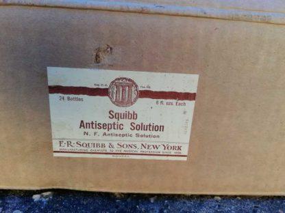 Bouteille d'antiseptique de marque SQUIBB