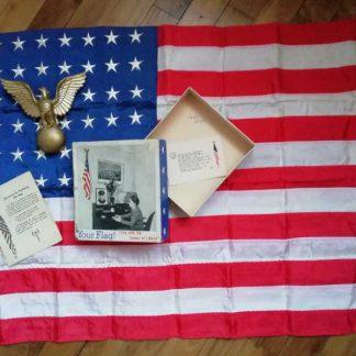 Drapeau US (62x88cm) en boite datée 1943