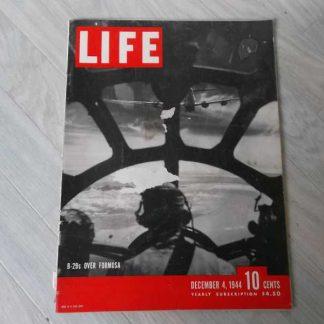 Magazine LIFE du 4 décembre 1944 (bombardements)