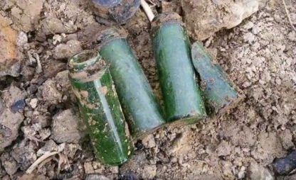 Tubes en verre d'identification des GI tués au combat