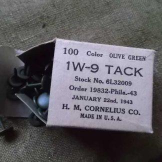 Boite de punaises datée 1943