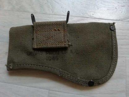 Housse de hachette datée 1945