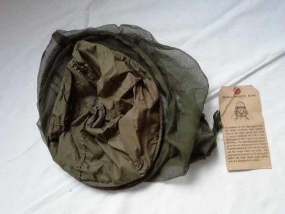 Moustiquaire de casque avec étiquette