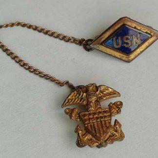 Pendentif métallique original USN